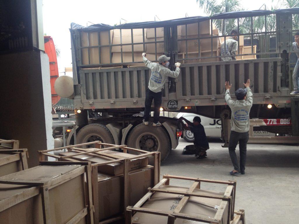 Hàng hóa chuyển đi Bắc Giang tại kho Việt Đức
